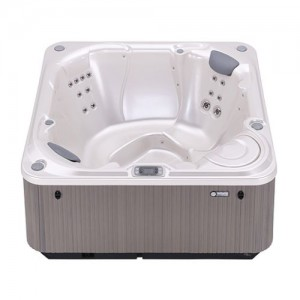 BOLT® 4 PERSON HOT TUB